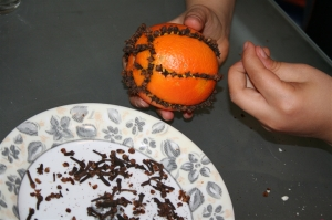 denna's ideas: making cloved Christmas oranges