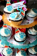 Blue's Clues cupcake tower.