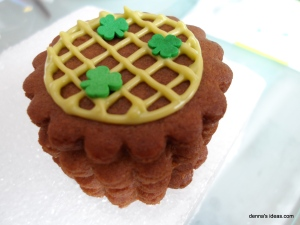 denna's ideas: St. Patrick's Day Ideas Shamrock Cookies