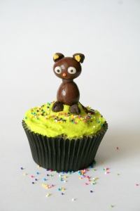 denna's ideas: chocolate covered almonds as cupcake toppers, choco cat cupcake topper