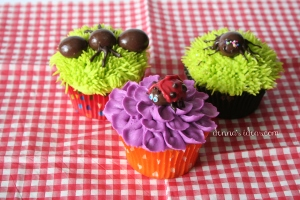 denna's ideas: chocolate covered almonds as cupcake toppers, picnic critter cupcakes