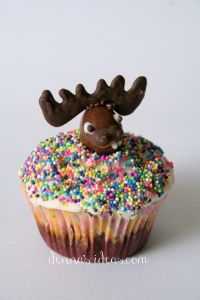 denna's ideas: chocolate covered almonds as cupcake toppers, moose head in sprinkles