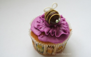 denna's ideas: chocolate covered almonds as cupcake toppers, bee on a flower cupcake