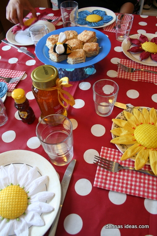 denna's ideas: honeycomb biscuits with honey and the comb!