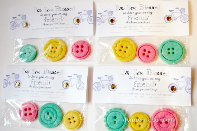 button cookie favors for a Lalaloopsy party by dennasideas.com