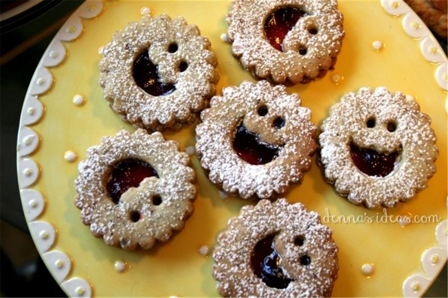 A Canadian Thanksgiving by dennasideas.com, linzer cookies with raspberry jam and pecans