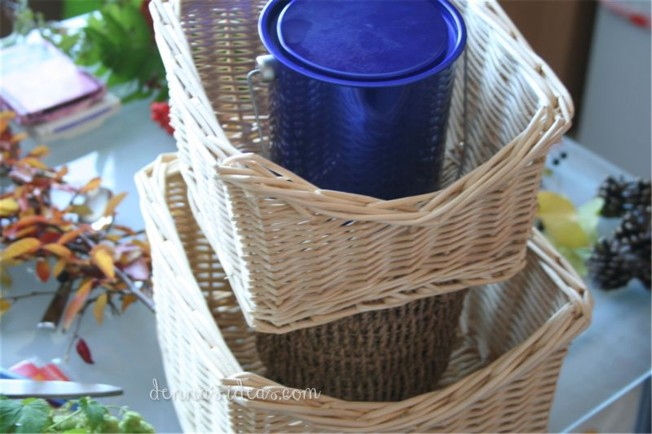 DIY fall basket decor for Thanksgiving centerpiece by dennasideas.com