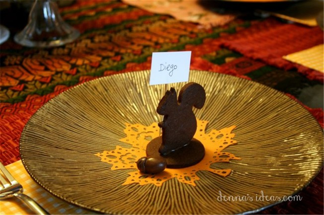 DIY Squirrel Cookie Place Cards for Thanksgiving or fall by dennasideas.com