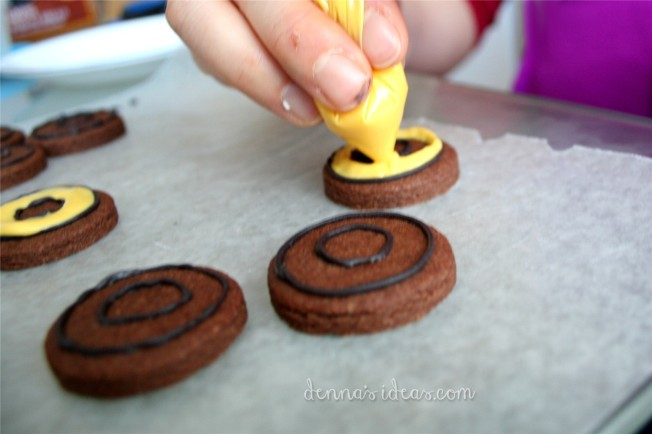 The Magician's Nephew: The Chrionicles of Narnia, Book 1.  How to make Narnia Ring cookies by dennasideas.com
