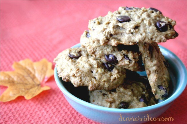 Pumpkin Oatmeal Cookies with chocolate chips, baked by dennasideas.com