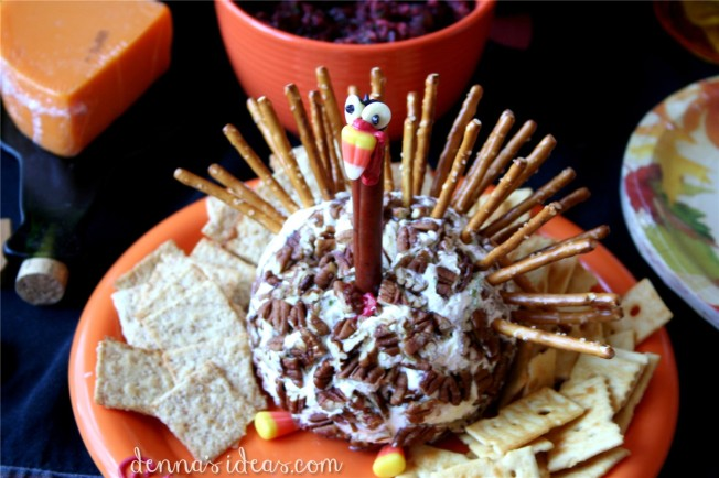 Turkey cheeseball: Thanksgiving snack foods by dennasideas.com